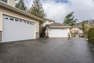 Photo 3: 35421 MCCORKELL Drive: House for sale in Abbotsford: MLS®# R2541395