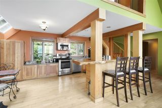 """Photo 6: 594 WALKABOUT Road: Keats Island House for sale in """"Melody Point"""" (Sunshine Coast)  : MLS®# R2387729"""
