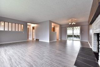 Photo 4: 17836 59A Avenue in Surrey: Cloverdale BC House for sale (Cloverdale)  : MLS®# R2111038