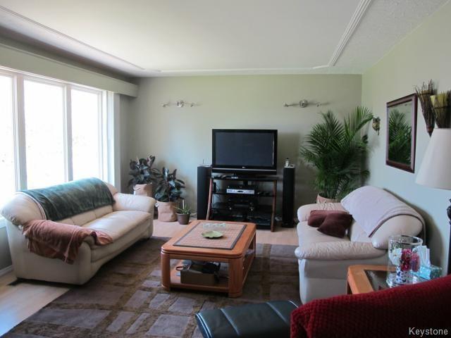 Photo 8: Photos:  in WINNIPEG: North Kildonan Residential for sale (North East Winnipeg)  : MLS®# 1511206