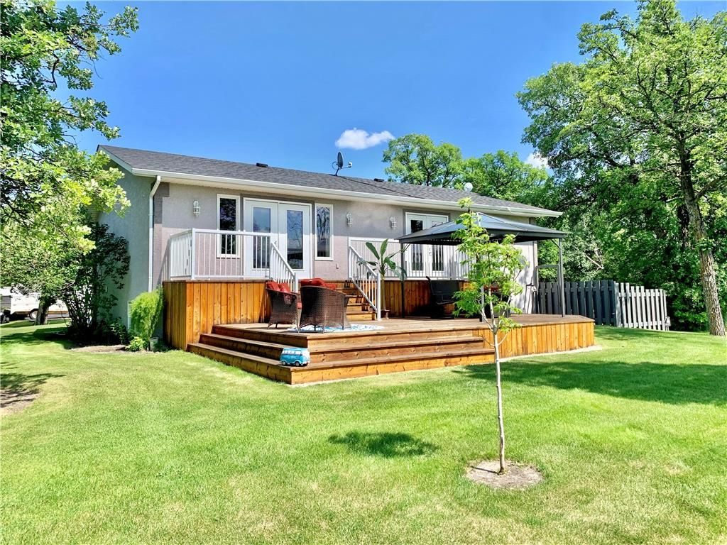 Main Photo: 214 Campbell Avenue West in Dauphin: Dauphin Beach Residential for sale (R30 - Dauphin and Area)  : MLS®# 202115875