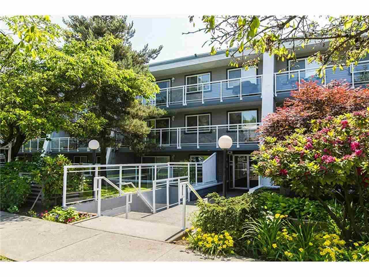 Main Photo: 212 550 ROYAL Avenue in New Westminster: Downtown NW Condo for sale : MLS®# R2022815