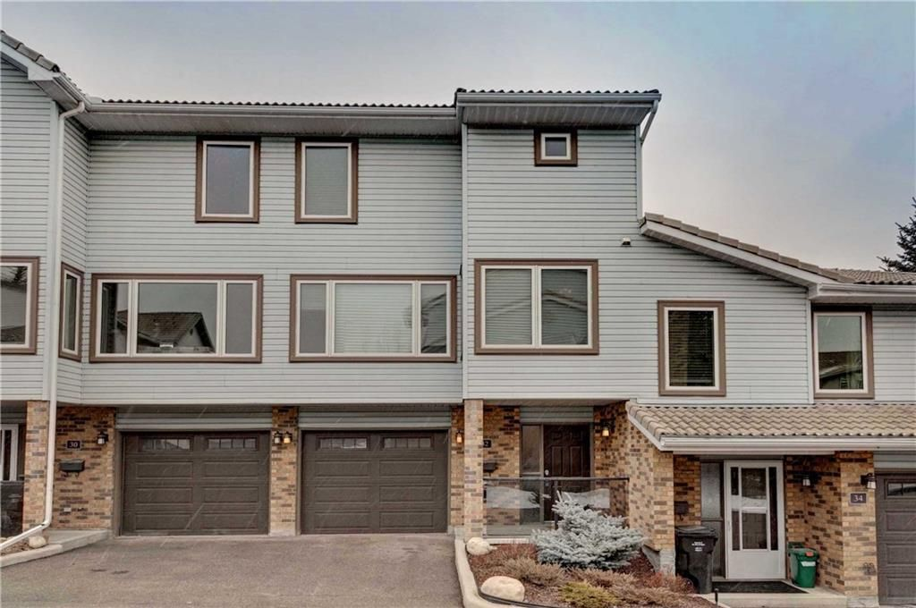 Main Photo: 32 COACHWAY Garden SW in Calgary: Coach Hill Row/Townhouse for sale : MLS®# C4293190