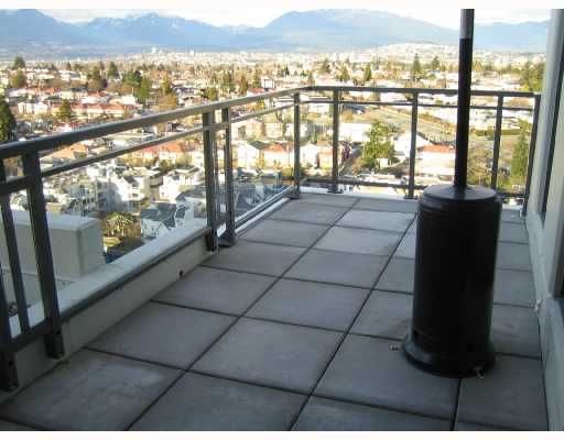 Main Photo: 2005 3660 Vanness Avenue in Vancouver: Collingwood VE Condo for sale (Vancouver East)  : MLS®# V691388