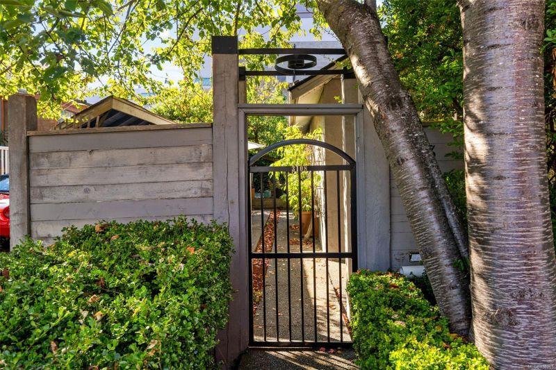 FEATURED LISTING: 3108 Steele St