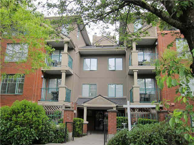 FEATURED LISTING: 302 - 929 16TH Avenue West Vancouver