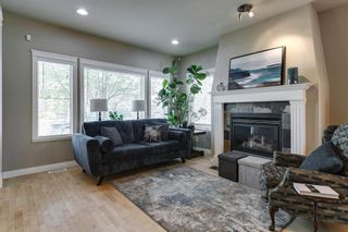 Photo 2: 1633 17 Avenue NW in Calgary: Capitol Hill Semi Detached for sale : MLS®# A1143321