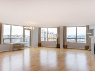 "Photo 4: 900 1570 W 7TH Avenue in Vancouver: Fairview VW Condo for sale in ""Terraces on 7th"" (Vancouver West)  : MLS®# R2532218"