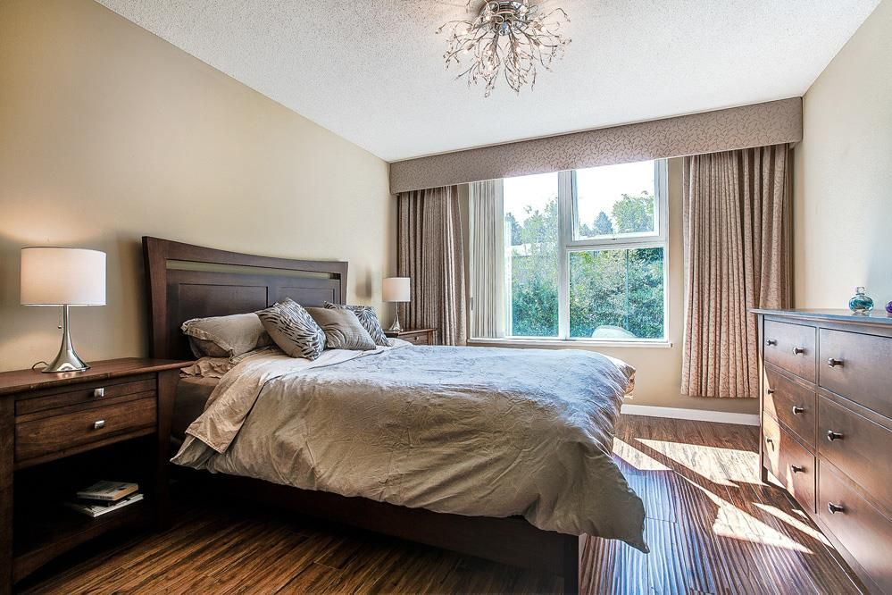 """Photo 10: Photos: 403 235 GUILDFORD Way in Port Moody: North Shore Pt Moody Condo for sale in """"THE SINCLAIR"""" : MLS®# R2187020"""