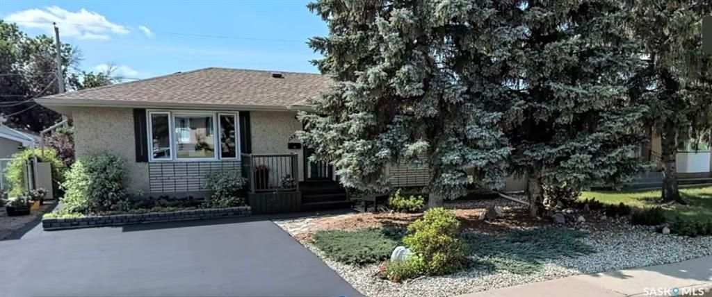 Main Photo: 1339 Athabasca Street West in Moose Jaw: Palliser Residential for sale : MLS®# SK840201