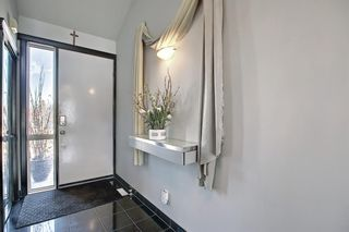 Photo 3: 1980 Sirocco Drive SW in Calgary: Signal Hill Detached for sale : MLS®# A1092008