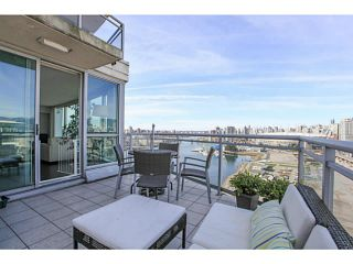 """Photo 13: 2206 120 MILROSS Avenue in Vancouver: Mount Pleasant VE Condo for sale in """"THE BRIGHTON"""" (Vancouver East)  : MLS®# V1108623"""