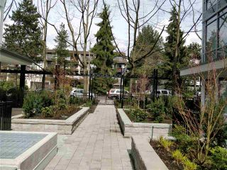 "Photo 3: 110 255 W 1ST Street in North Vancouver: Lower Lonsdale Condo for sale in ""WEST QUAY"" : MLS®# R2458983"