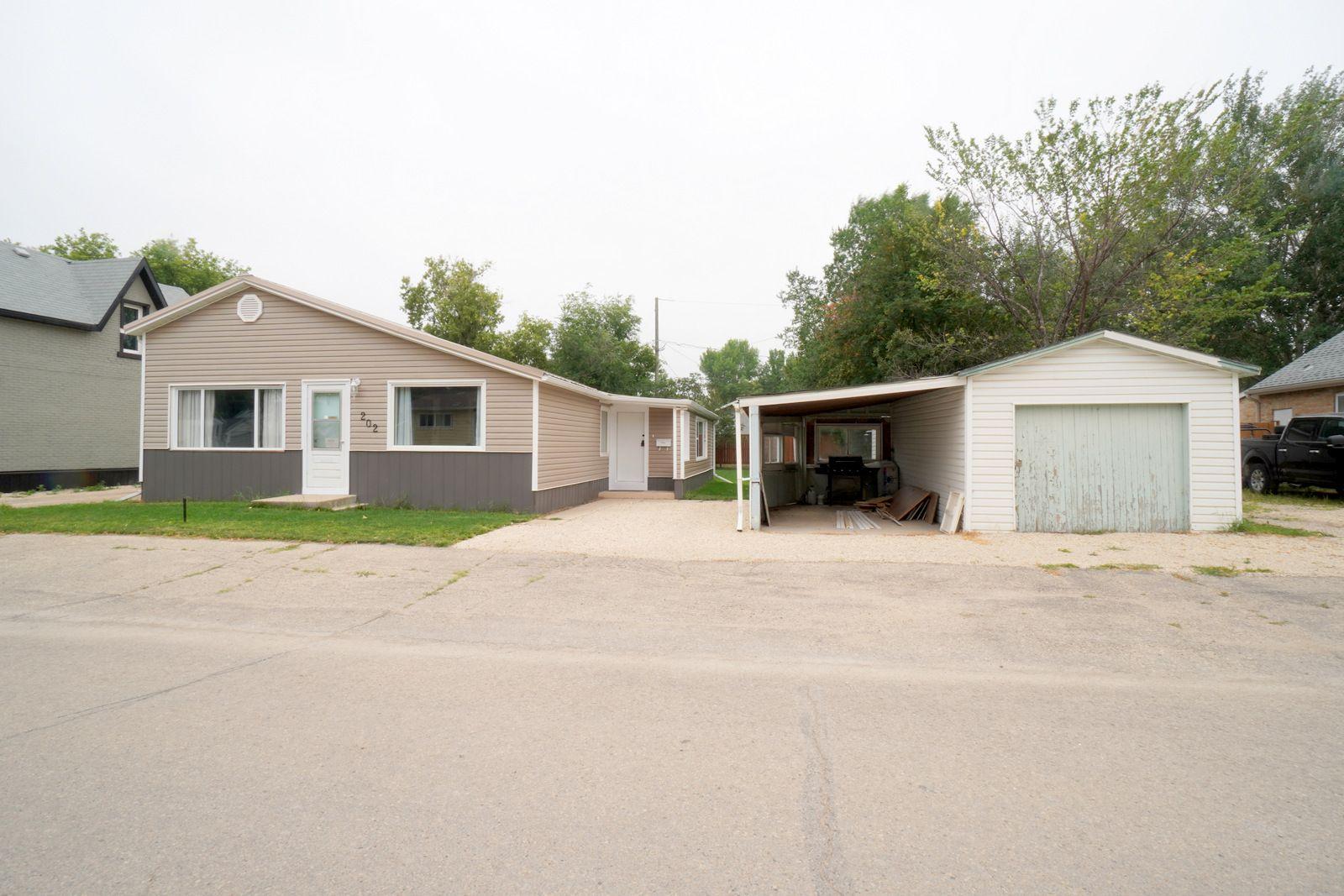 Main Photo: 202 6th Ave NE in Portage la Prairie: House for sale : MLS®# 202119392