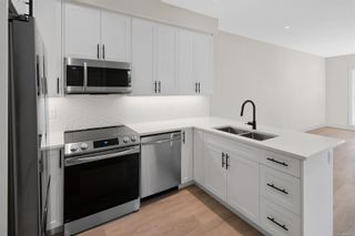 Photo 9: 2706 Graham St in Victoria: Vi Hillside Row/Townhouse for sale : MLS®# 884555