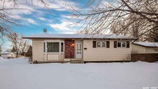 Photo 1: 102 Laval Crescent in Saskatoon: East College Park Residential for sale : MLS®# SK840878