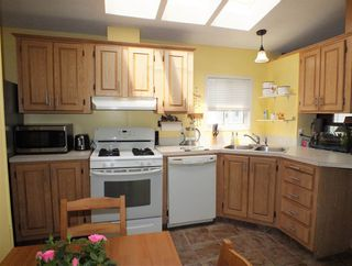 """Photo 10: 37 62790 FLOOD HOPE Road in Hope: Hope Silver Creek Manufactured Home for sale in """"SILVER RIDGE"""" : MLS®# R2456344"""