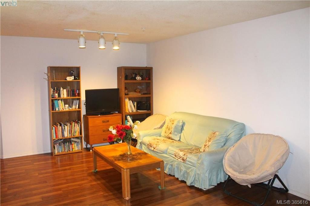 Main Photo: 207 2527 Quadra St in VICTORIA: Vi Hillside Condo for sale (Victoria)  : MLS®# 774873