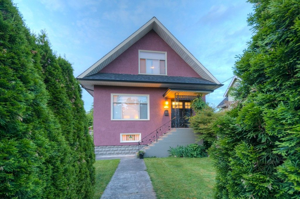 "Main Photo: 731 FIFTH Street in New Westminster: GlenBrooke North House for sale in ""GLENBROOKE NORTH"" : MLS®# R2073682"