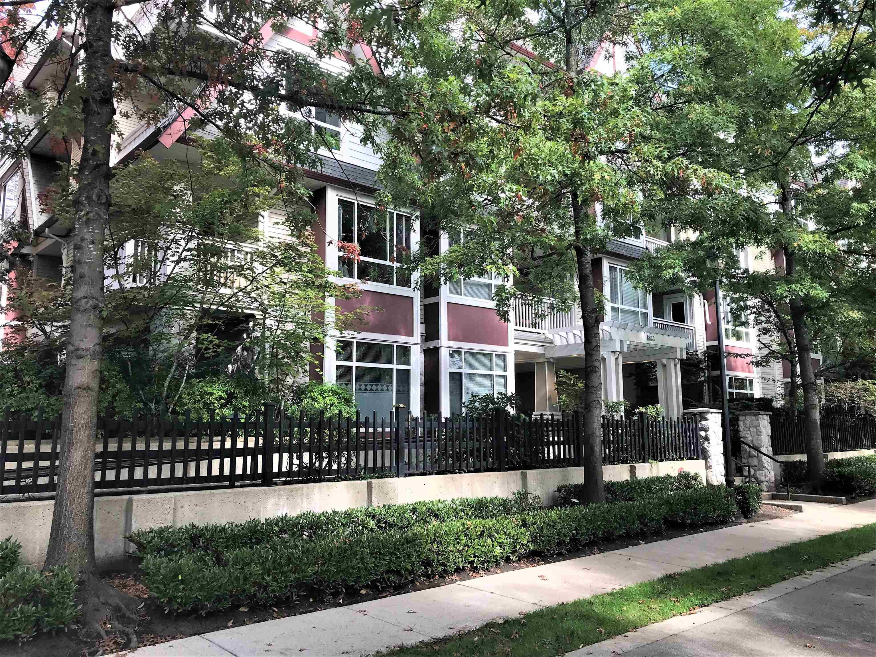 """Main Photo: 317 6833 VILLAGE Green in Burnaby: Highgate Condo for sale in """"Carmel"""" (Burnaby South)  : MLS®# R2619701"""