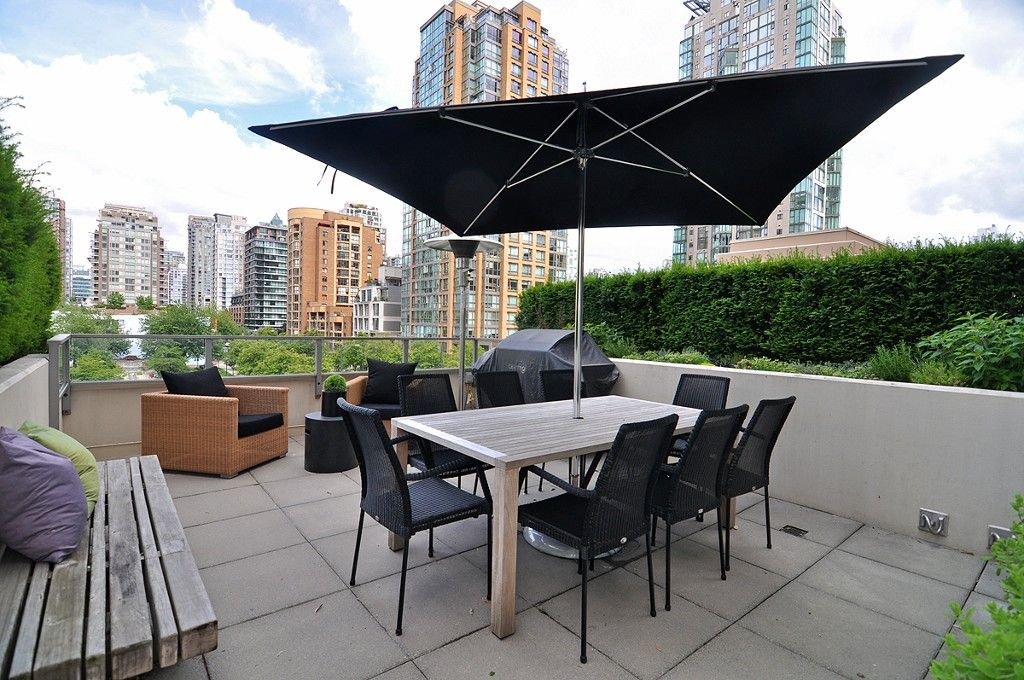 "Main Photo: 411 1225 RICHARDS Street in Vancouver: Yaletown Condo for sale in ""Eden"" (Vancouver West)  : MLS®# V1052342"