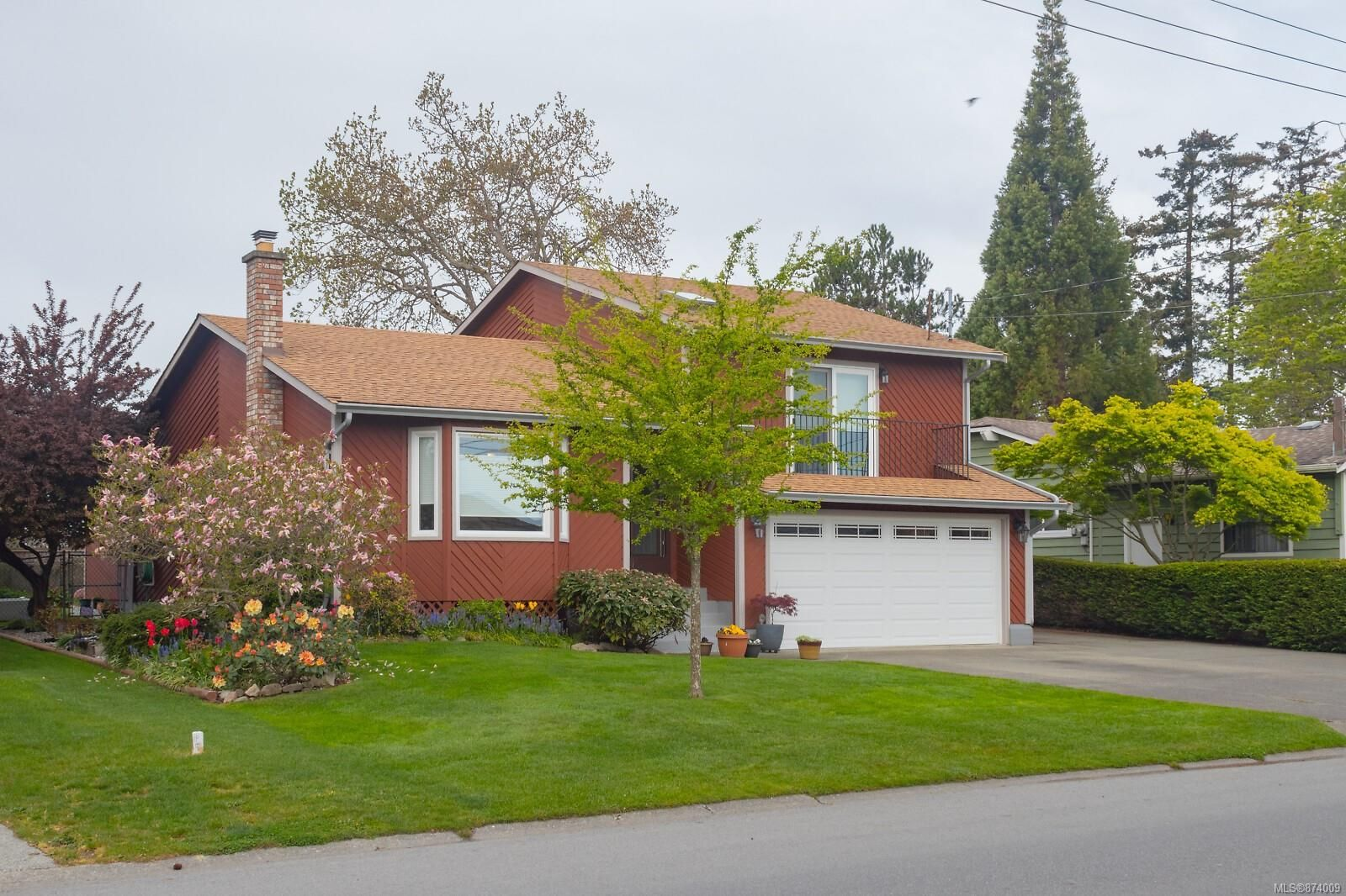 Main Photo: 10250 Resthaven Dr in : Si Sidney North-East House for sale (Sidney)  : MLS®# 874009
