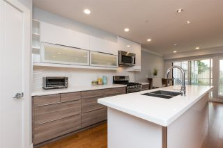 "Photo 3: 3 1466 EVERALL Street: White Rock Townhouse for sale in ""THE FIVE"" (South Surrey White Rock)  : MLS®# R2351081"