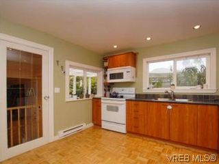 Photo 8: 843 Tulip Ave in VICTORIA: SW Marigold House for sale (Saanich West)  : MLS®# 554188