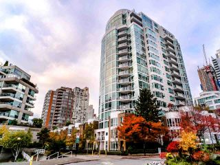 "Photo 2: T08 1501 HOWE Street in Vancouver: Yaletown Townhouse for sale in ""888 Beach"" (Vancouver West)  : MLS®# R2517539"