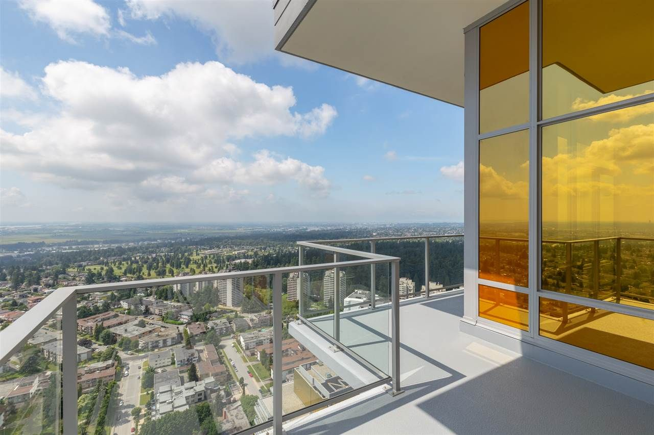 """Main Photo: 4102 6383 MCKAY Avenue in Burnaby: Metrotown Condo for sale in """"GOLD HOUSE at Metrotown"""" (Burnaby South)  : MLS®# R2593177"""
