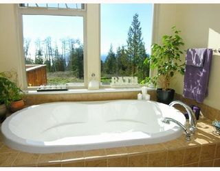 """Photo 7: 1345 CHASTER Road in Gibsons: Gibsons & Area House for sale in """"CHASTER PLACE"""" (Sunshine Coast)  : MLS®# V658536"""