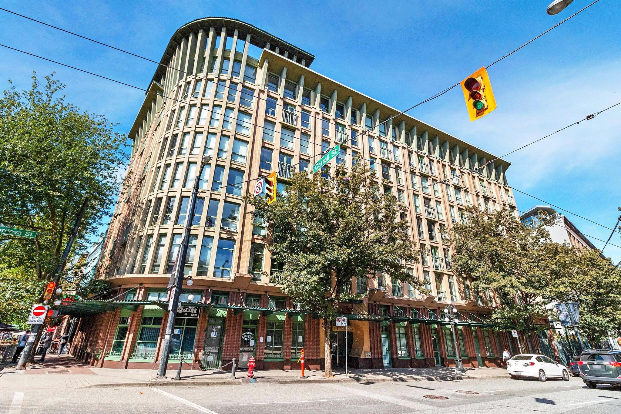 """Main Photo: 512 1 E CORDOVA Street in Vancouver: Downtown VE Condo for sale in """"CARRALL ST STATION"""" (Vancouver East)  : MLS®# R2476960"""