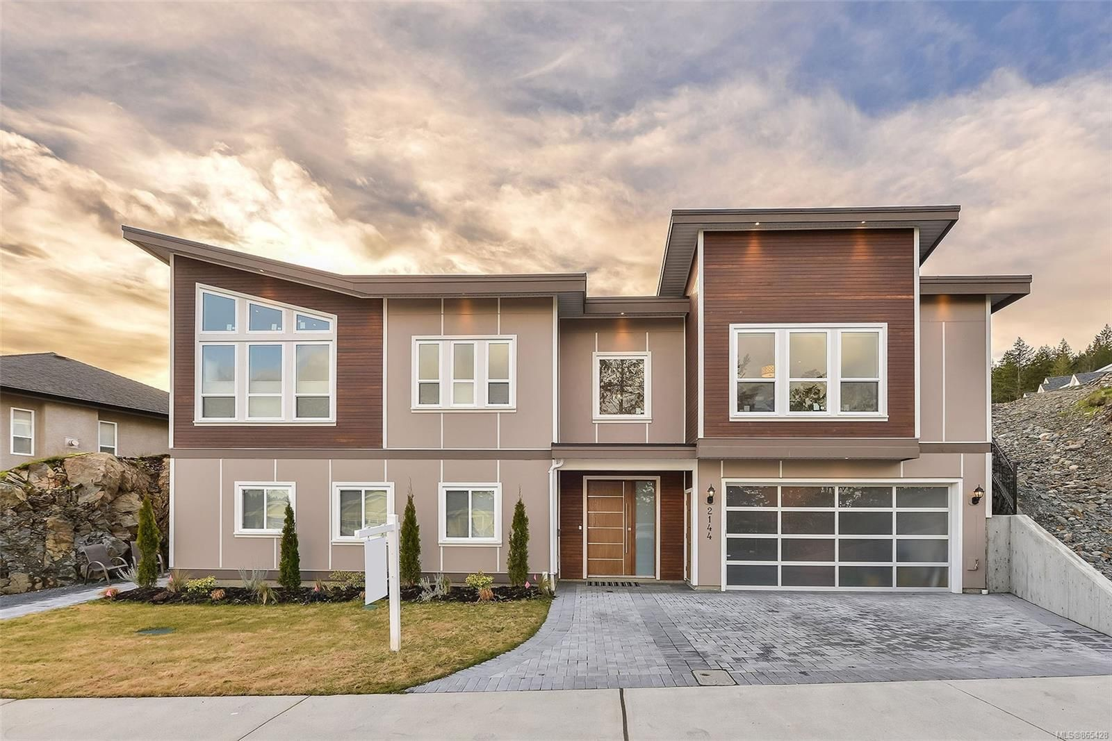 Main Photo: 2144 Kingbird Dr in : La Bear Mountain House for sale (Langford)  : MLS®# 865428