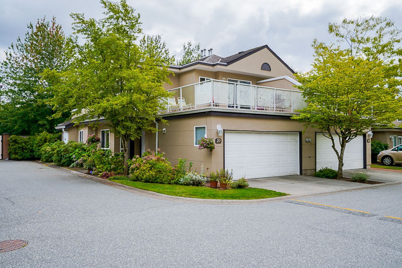"""Main Photo: 20 15875 84 Avenue in Surrey: Fleetwood Tynehead Townhouse for sale in """"ABBEY ROAD"""" : MLS®# R2491584"""