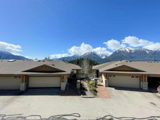 """Photo 3: 8 1024 GLACIER VIEW Drive in Squamish: Garibaldi Highlands Townhouse for sale in """"Seasonsview"""" : MLS®# R2565064"""