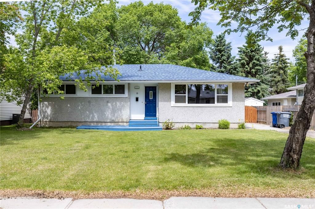 Main Photo: 13 Ling Street in Saskatoon: Greystone Heights Residential for sale : MLS®# SK859307
