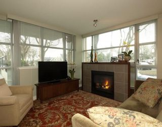 """Photo 2: 101 3595 W 18TH Avenue in Vancouver: Dunbar Townhouse for sale in """"DUKE ON DUNBAR"""" (Vancouver West)  : MLS®# V751304"""