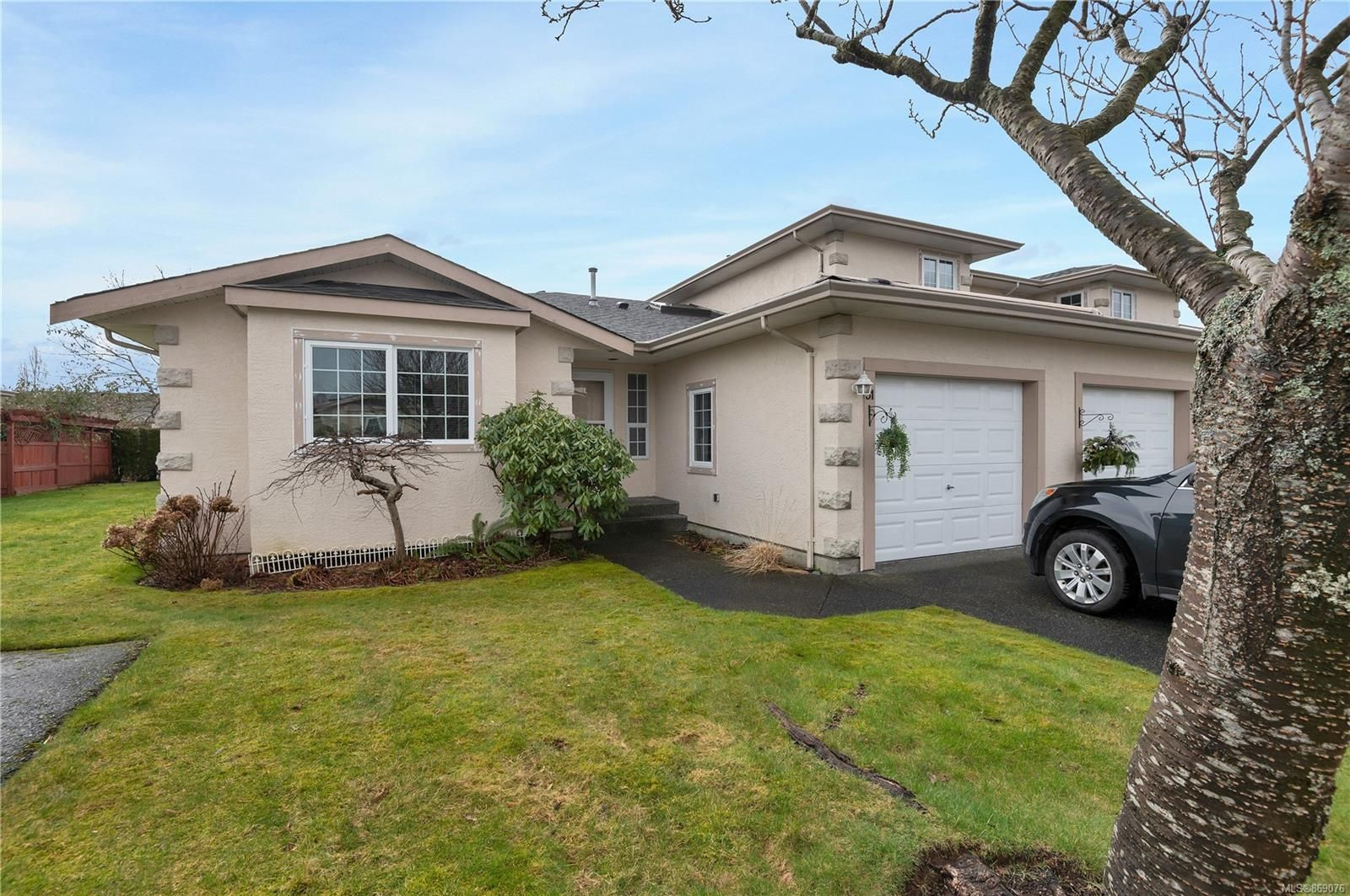 Main Photo: 31 2055 Galerno Rd in : CR Willow Point Row/Townhouse for sale (Campbell River)  : MLS®# 869076