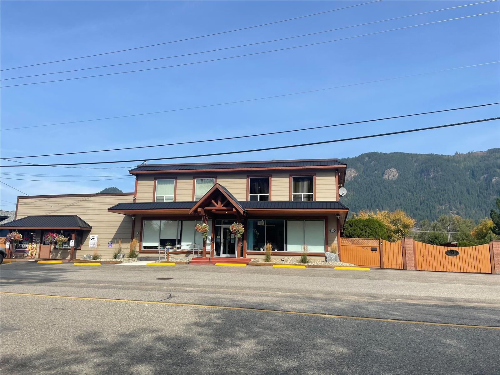 Main Photo: 314 Finlayson Street, in Sicamous: House for sale : MLS®# 10240098
