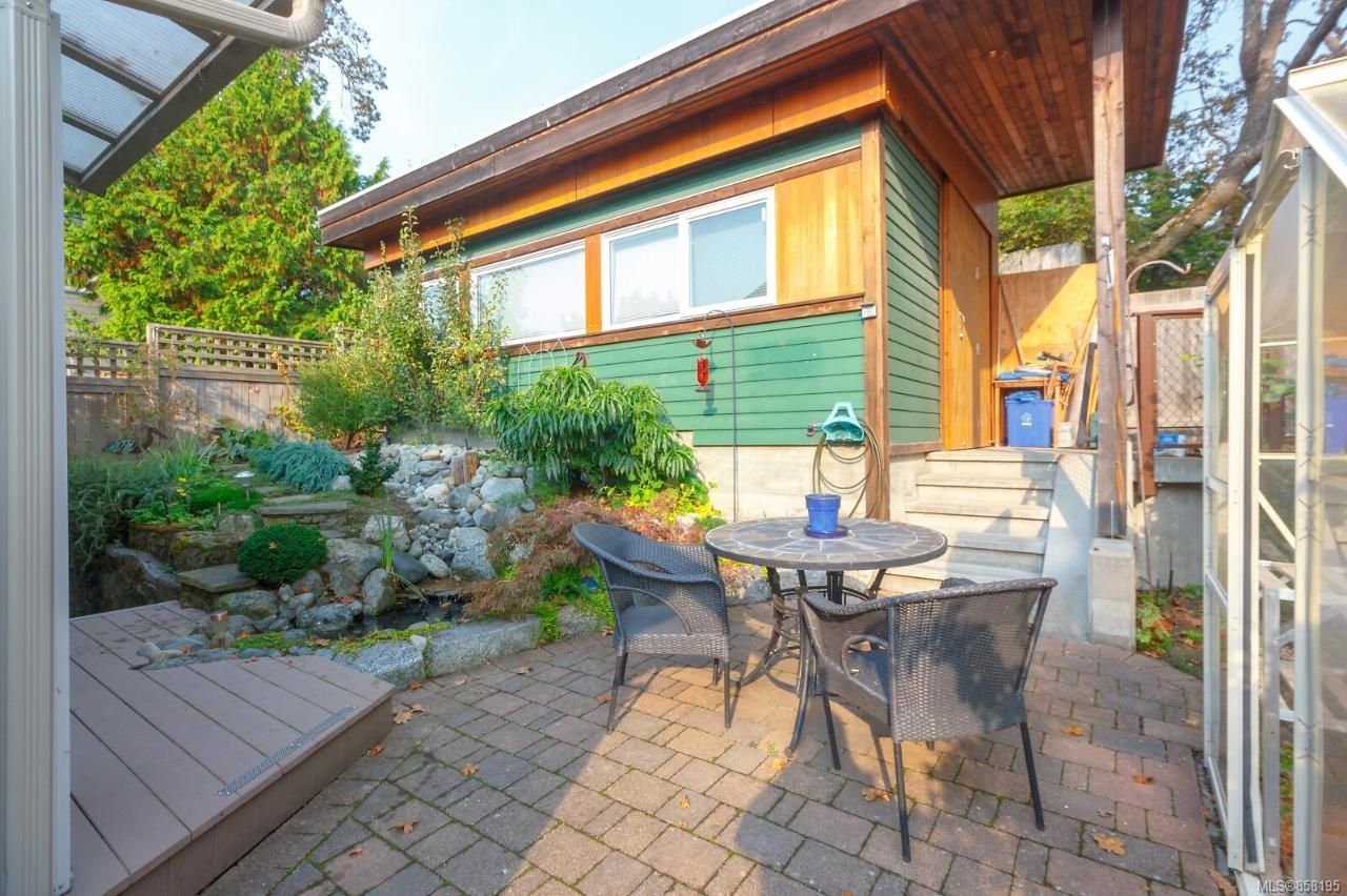 Photo 32: Photos: 1542 Westall Ave in : Vi Oaklands House for sale (Victoria)  : MLS®# 858195
