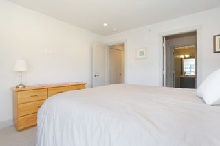 """Photo 13: 7 1338 FOSTER Street: White Rock Townhouse for sale in """"EARLS COURT"""" (South Surrey White Rock)  : MLS®# R2051150"""
