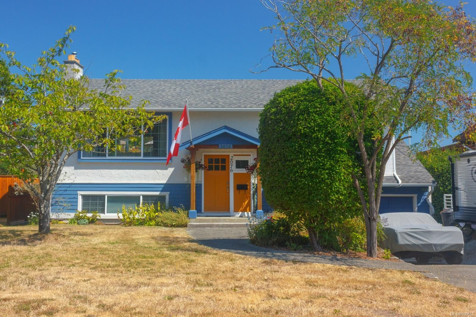 Main Photo: 2076 Piercy Ave in : Si Sidney North-East House for sale (Sidney)  : MLS®# 850852