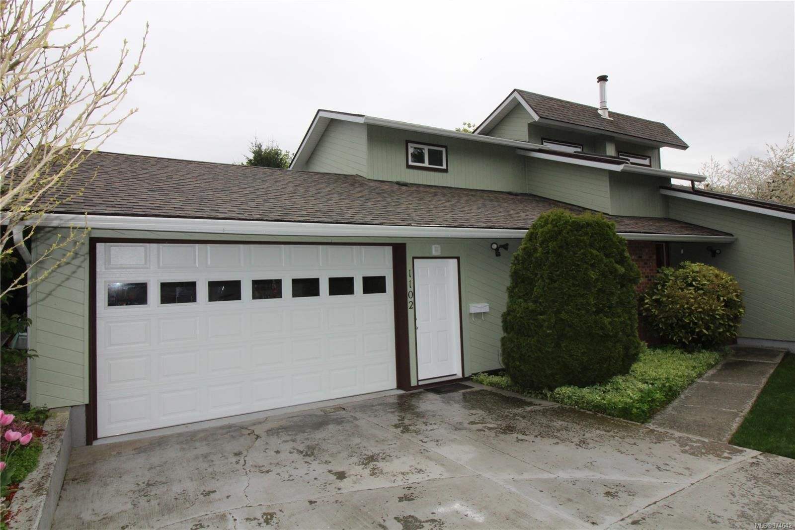 Main Photo: 1102 17th St in : CV Courtenay City House for sale (Comox Valley)  : MLS®# 874642