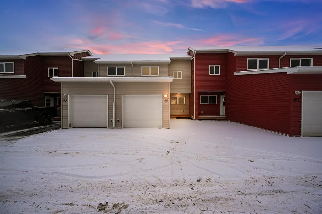 Brand new townhouse with single attached garage in Abasand.