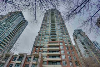 """Main Photo: 906 909 MAINLAND Street in Vancouver: Yaletown Condo for sale in """"YALETOWN PARK"""" (Vancouver West)  : MLS®# R2492754"""