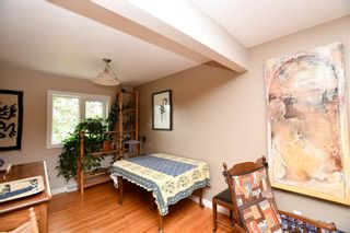 Photo 8: 20 Brantford Crescent NW in Calgary: Brentwood Detached for sale : MLS®# A1135023