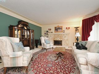 Photo 2: 4295 Oakfield Cres in VICTORIA: SE Lake Hill House for sale (Saanich East)  : MLS®# 815763