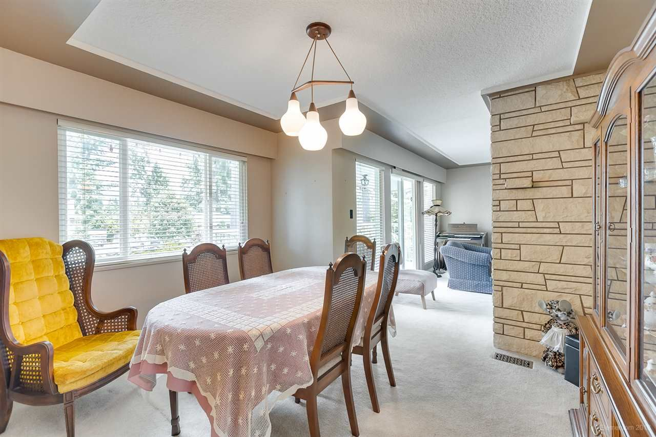 Photo 10: Photos: 1672 SPRICE Avenue in Coquitlam: Central Coquitlam House for sale : MLS®# R2389910