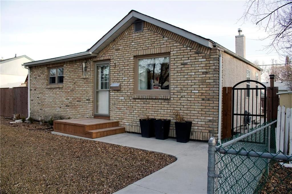 Main Photo: 134 Horton Avenue West in Winnipeg: West Transcona Residential for sale (3L)  : MLS®# 202107954