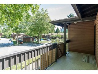 """Photo 2: 1914 10620 150 Street in Surrey: Guildford Townhouse for sale in """"Lincoln's Gate"""" (North Surrey)  : MLS®# R2379653"""